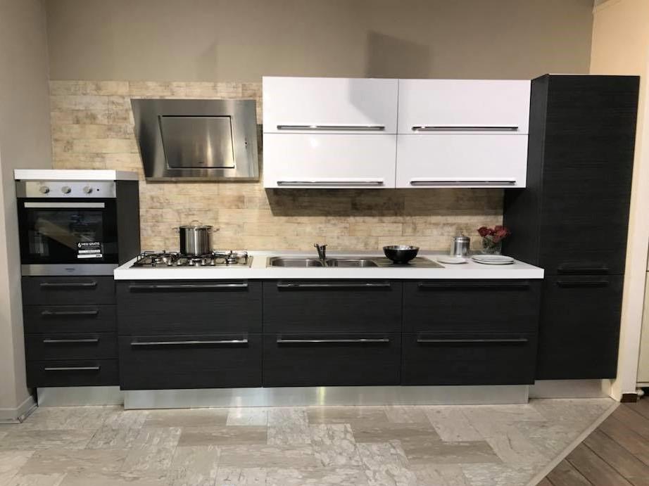 Cucina moderna lineare 390 cm franzese arredamenti for Cappa cucina moderna